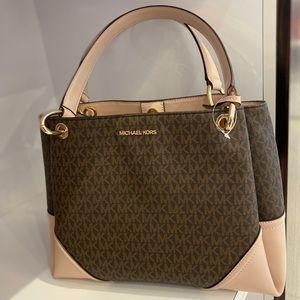 FLASH SALE 💕 Michael Kors Handbag 💕
